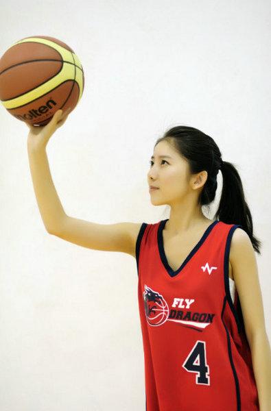 穿篮球服的清纯女生_女生穿篮球服的图片_穿篮球服 ...