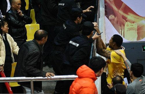 霍尔曼/12月12日晚,东莞马可波罗队在主场以125/113逆转战胜浙江广厦...