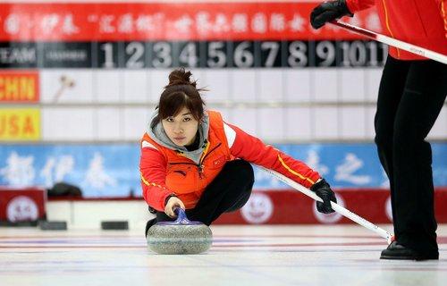 冰壶吸椹m�yam�b-�/g9f_答:(1)冰壶在a点的速度的大小2m/s;(2)运动员以恒力推冰壶的过程恒力f