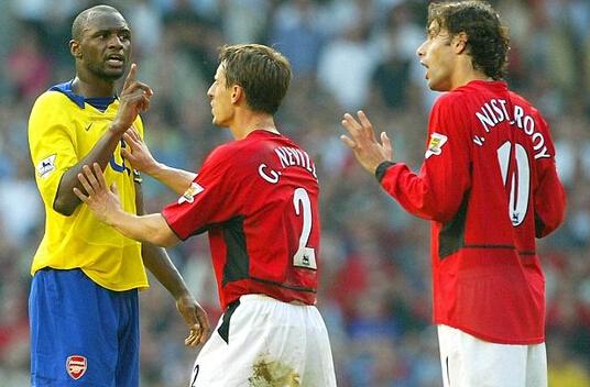 2003-2004赛季阿森纳成为首支联赛不败夺冠的球队,不过在内维尔看