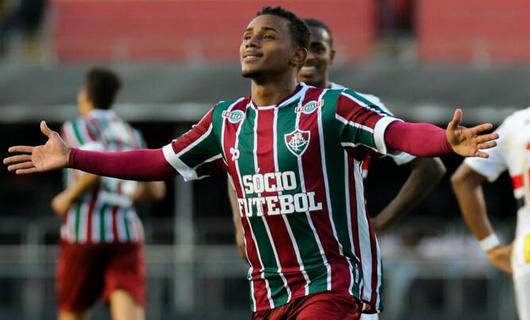 弗鲁米嫩塞凭借着亨里克斯与理查尔里森的进球在南美俱乐部杯第1轮首