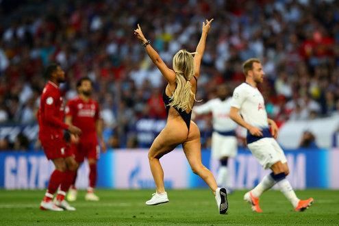 歐冠闖入女球迷被罰款1.5萬歐廣告收入355萬歐