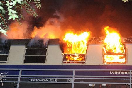 柏林车站起火!弗赖堡球迷受伤